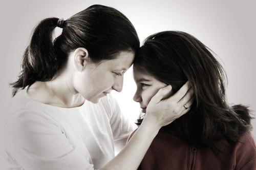 Bị rối loạn kinh nguyệt tuổi dậy thì cần làm gì?