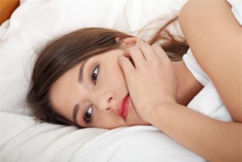 Quan hệ khi bị rong kinh có thai được không?